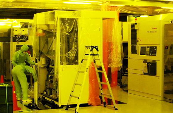半導体製造装置の解体作業