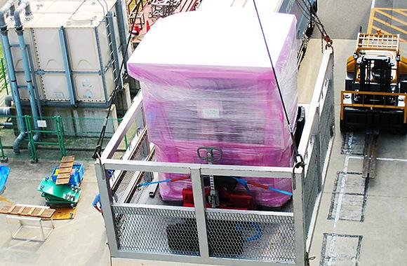 大型汎用機器クレーン搬出入作業